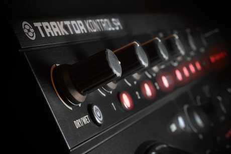 Native Instruments Kontrol S4 review skratchworx